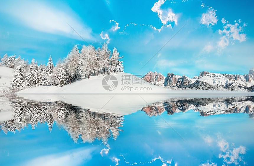 梦幻雪景场景图片