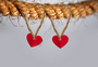 挂在绳上的爱心图片