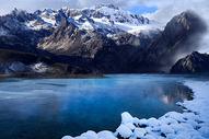 冬天雪山湖图片