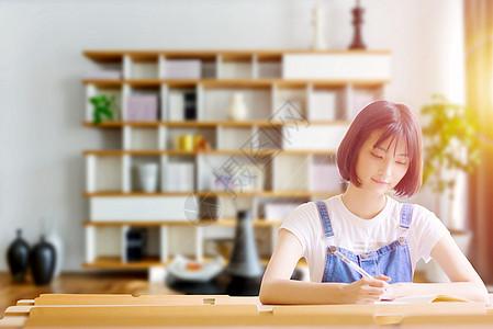 学习的女孩图片