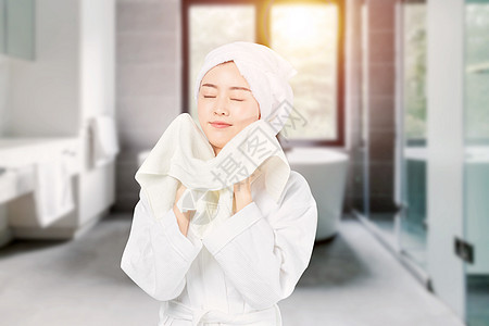 洗完澡的女孩图片