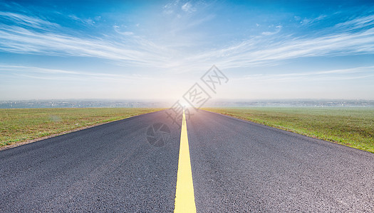 路面天空背景图片