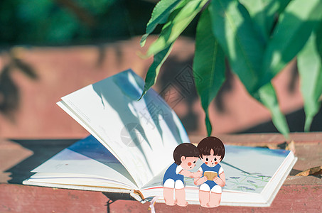 夏天看书的孩子图片