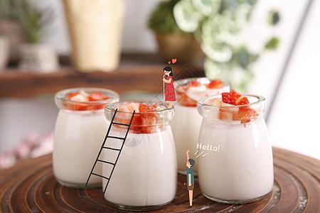 夏日草莓果粒酸奶真好喝啊图片