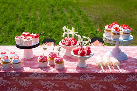 偷吃蛋糕宴图片
