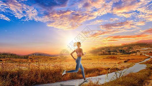 夕阳下运动健身的女性图片