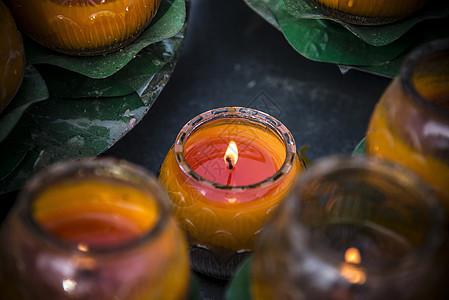 祈祷的烛光图片