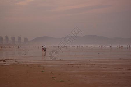 海边雾雨图片