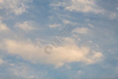 天空中的云图片