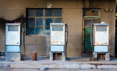 废弃的加油站图片
