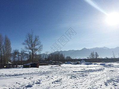 新疆南山冬天远景图片