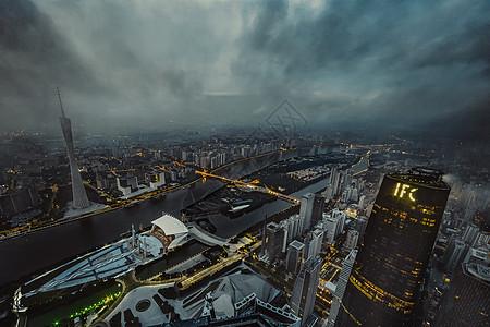 清晨阴天里的广州东塔图片