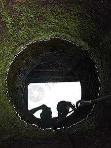 青苔水井图片