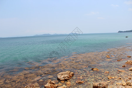 清澈见底的海水图片