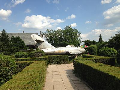 博物馆外陈列的战斗机图片
