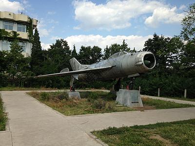 一架退役的战斗机图片