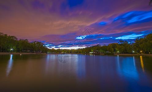 湖面晚霞图片