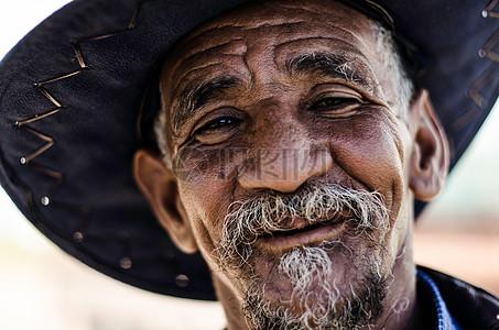 长有白胡子的老爷爷图片