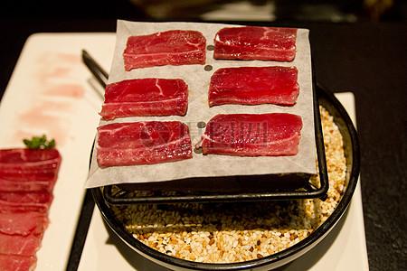 美味的烤猪肉片图片