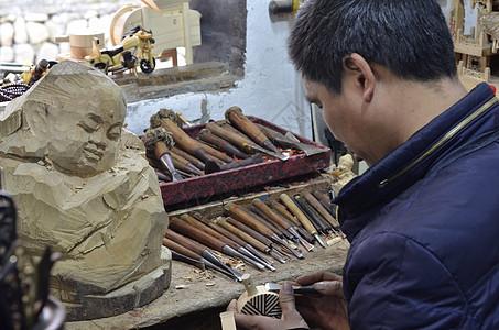 木雕木刻艺人图片