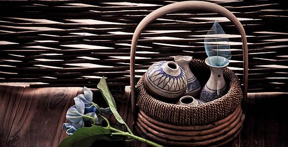 篮子里的陶瓷图片