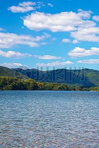 碧波荡漾的湖面图片
