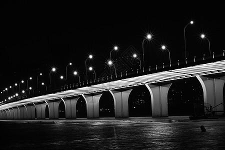 黑夜水面的沙湖大桥图片