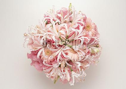 各种花朵组成的花束图片