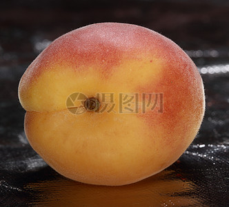 肉质鲜美的红桃图片