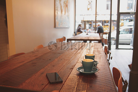 桌上放置的咖啡图片