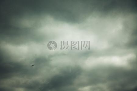 雾蒙蒙的天空图片