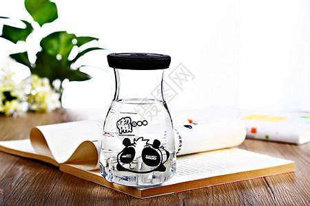 可爱的玻璃杯图片