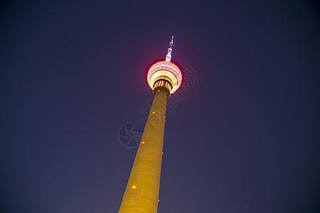 夜空下的中央电视塔图片