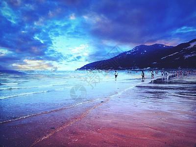 晚霞下的沙滩图片