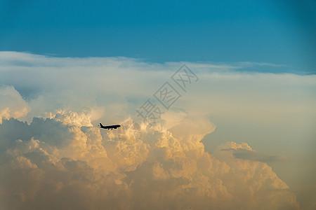 云中漫步 飞机图片
