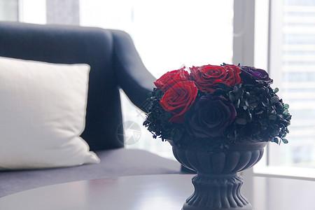 办公室里的红玫瑰图片
