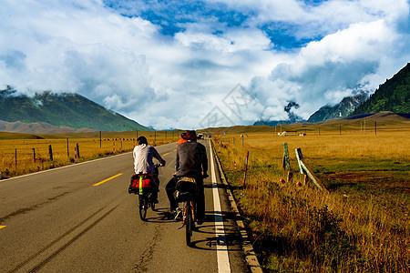 骑行在路上图片