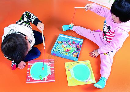 儿童玩耍图片