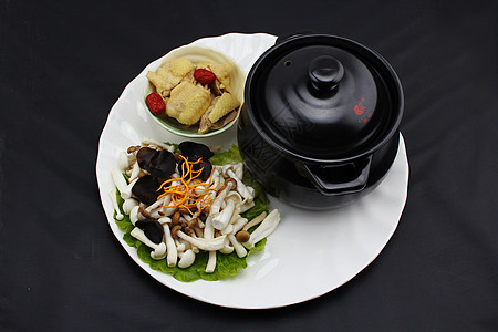 瓦罐菌菇老母鸡汤图片