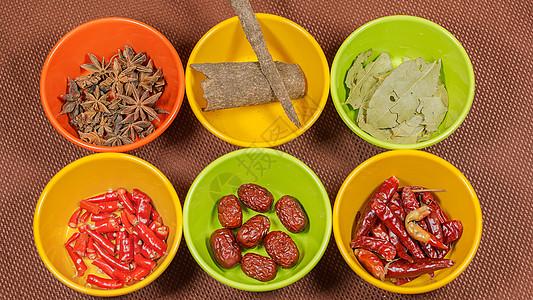 碗里盛放的食品配料图片