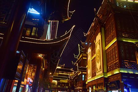 夜晚下的古代建筑亮化图片