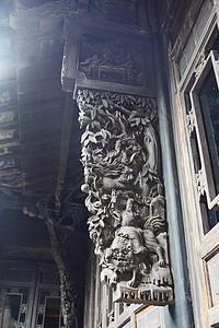 房屋外的实木雕刻图片