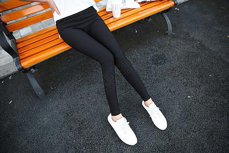 打底裤修身裤女模特图片