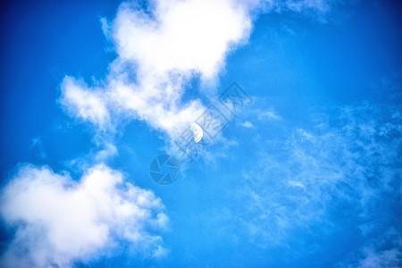 云遮月图片