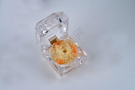 水晶盒子里的玫瑰花图片