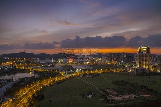 火烧云的城市图片