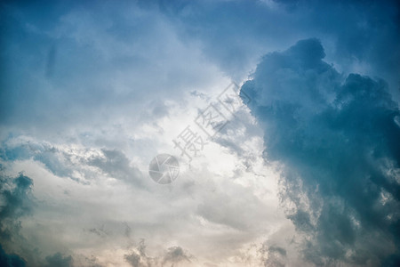 阴云密布图片