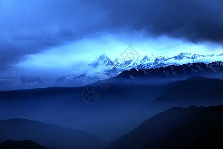 峻岭上的断背山夕阳余晖图片