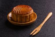 八月十五中秋月饼木盘木杈图片