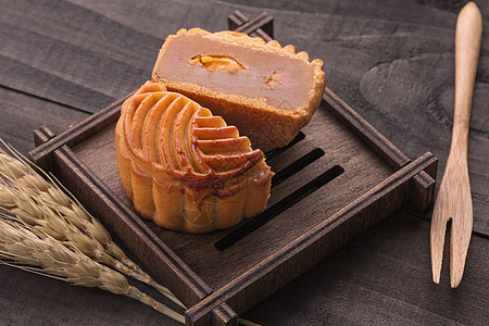 中秋传统食品月饼摆拍图片